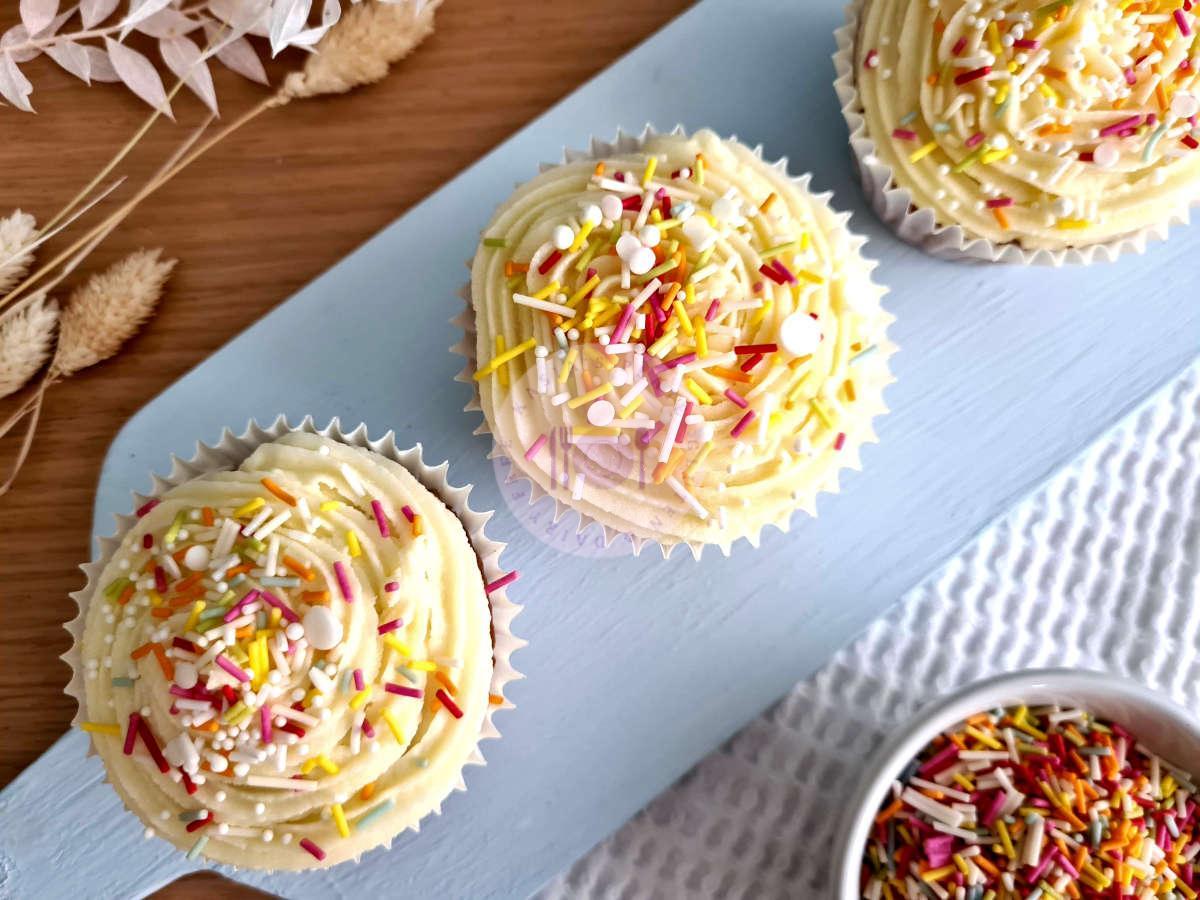 Read more about the article Funfetti Vanilla Cupcakes