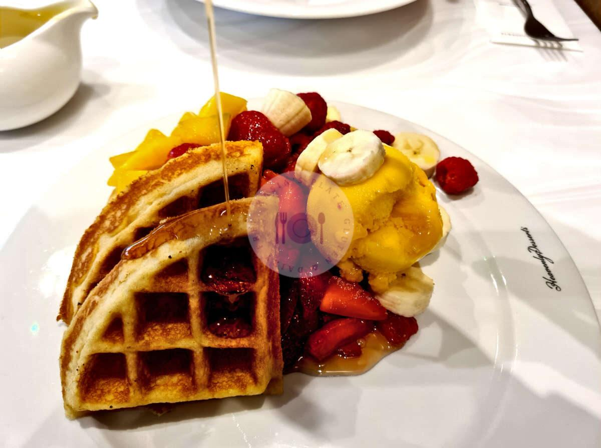 Heavenly-desserts-waffle-pour