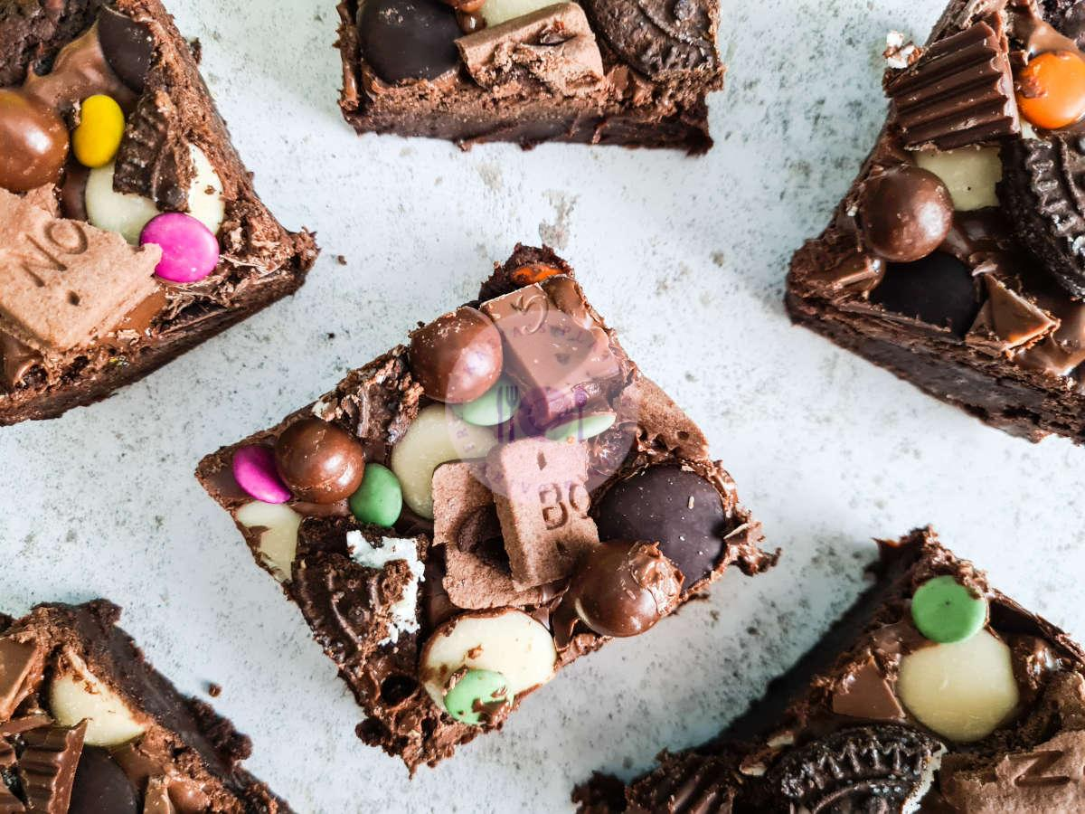 Read more about the article Fully Loaded Vegan Brownies
